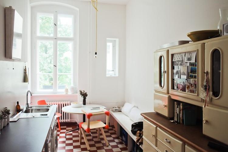 Klassieke zwart-wit plavuizen in keuken. . Foto geplaatst door ...