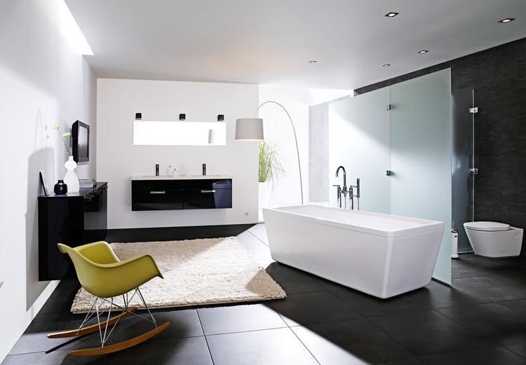 Inloopkast Van Kvik : Zwarte hoogglans badkamerkast van kvik met deze hoogglans zwarte