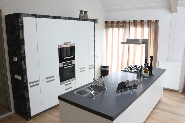 Welke Nl Keuken : Keuken met kookeiland. keuken met kookeiland en kastenwand. www