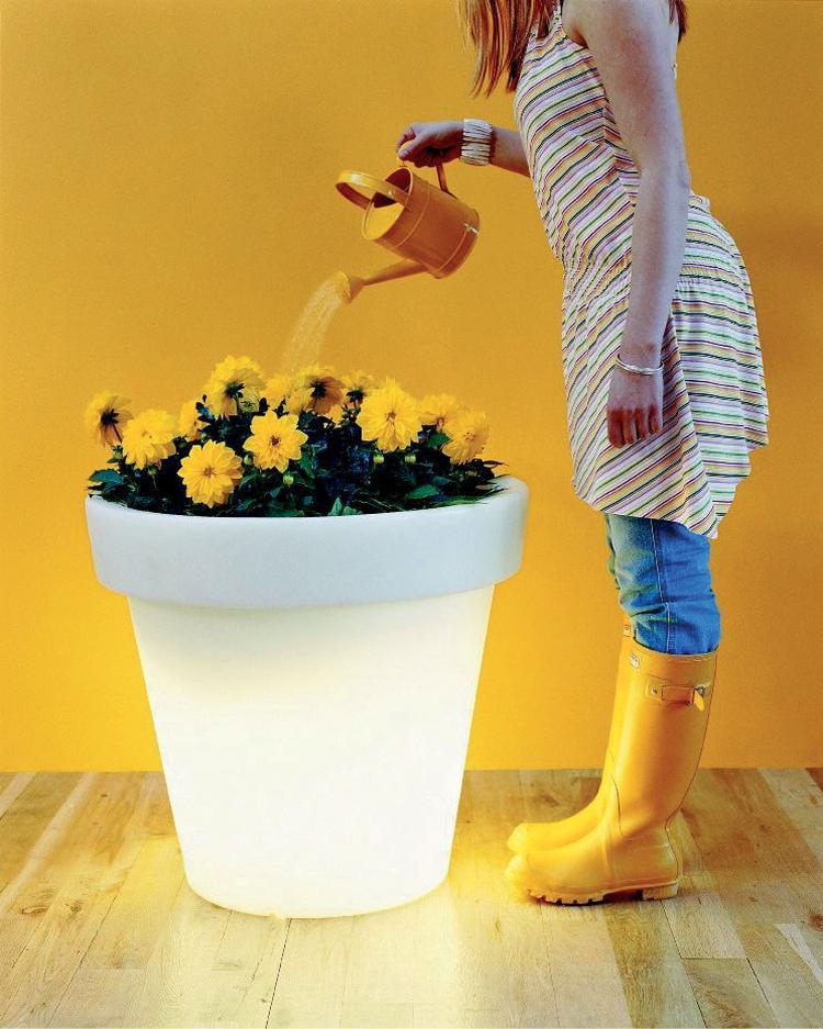 Lichtgevende bloempot Bloom voor binnen en buiten. Vrolijk je tuin ...