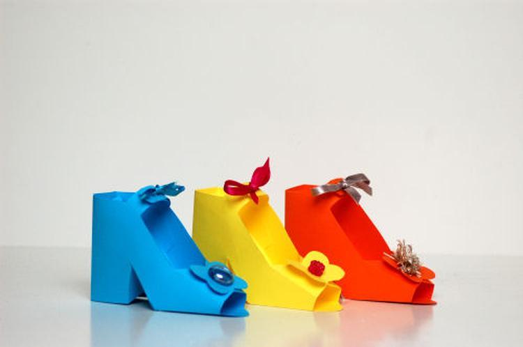 een schoen maken van papier