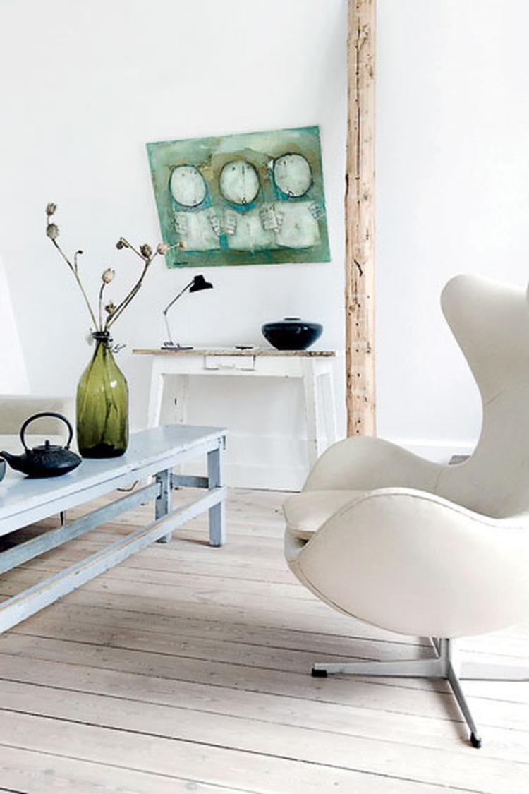 Mooie Egg Chair.Mooie Vloer Salon Tafel En Egg Chair Foto Geplaatst Door