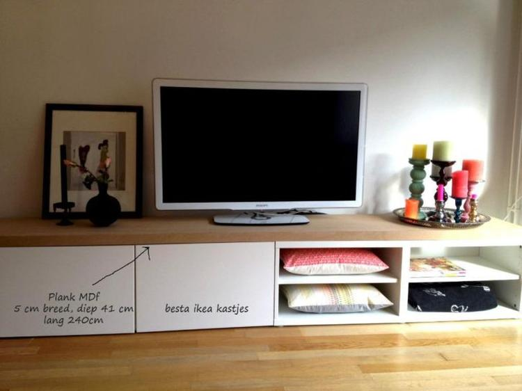 Tv Meubel Plank.Leuk Tv Dressoir Van Ikea Besta Kastjes En Een Mdf Plank Erop