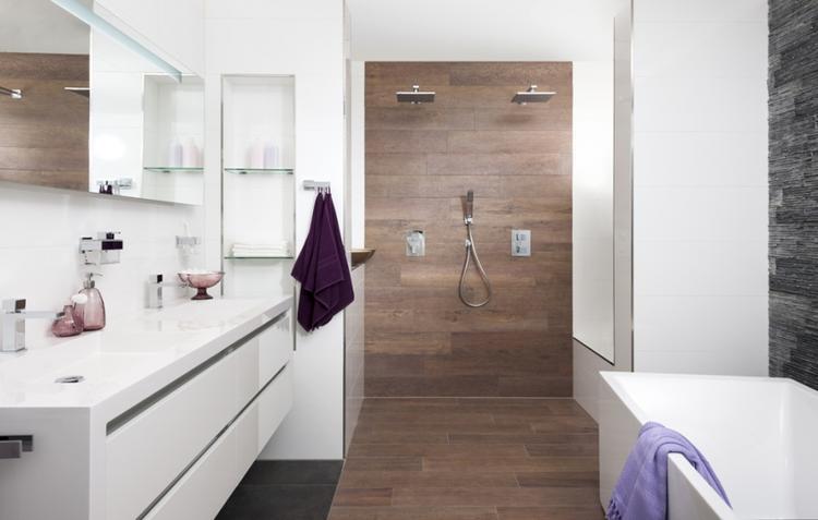 houtstructuur in je badkamer. Foto geplaatst door iluusie op Welke.nl