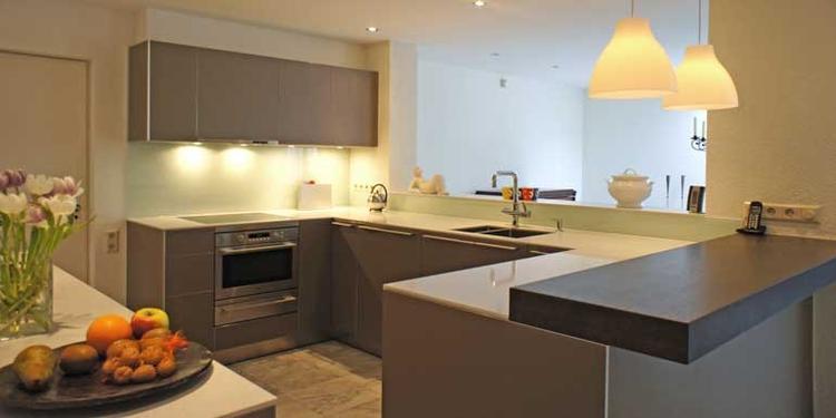 bulthaup b3 keuken in leem met houten bar en composiet blad, door ...