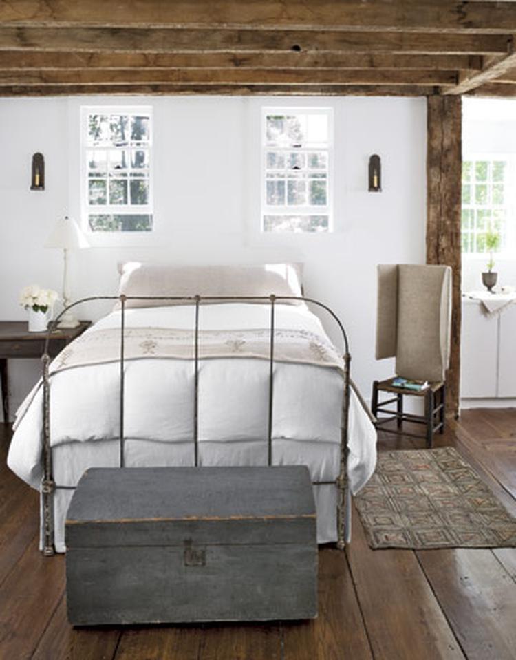 landelijke slaapkamer met houten balken. . foto geplaatst door, Deco ideeën