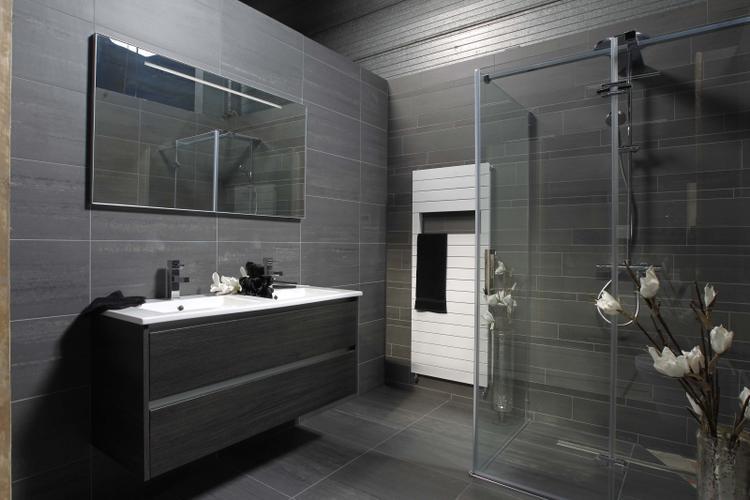 Mooie simpele antraciet badkamer. Foto geplaatst door robvdhorst op ...
