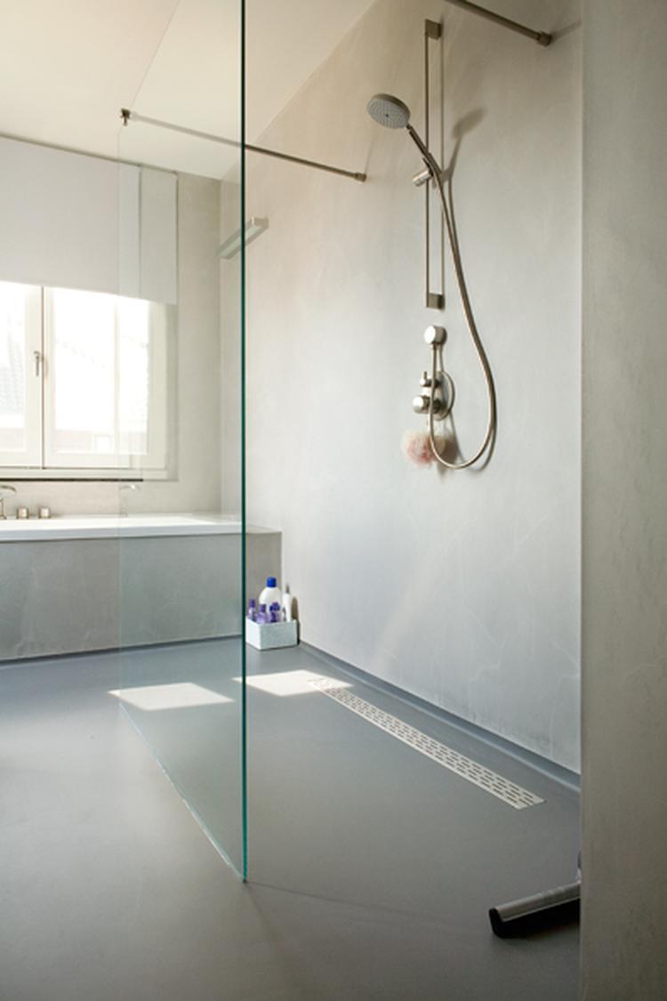 mooi alternatief voor tegels in douche laguzzo foto geplaatst