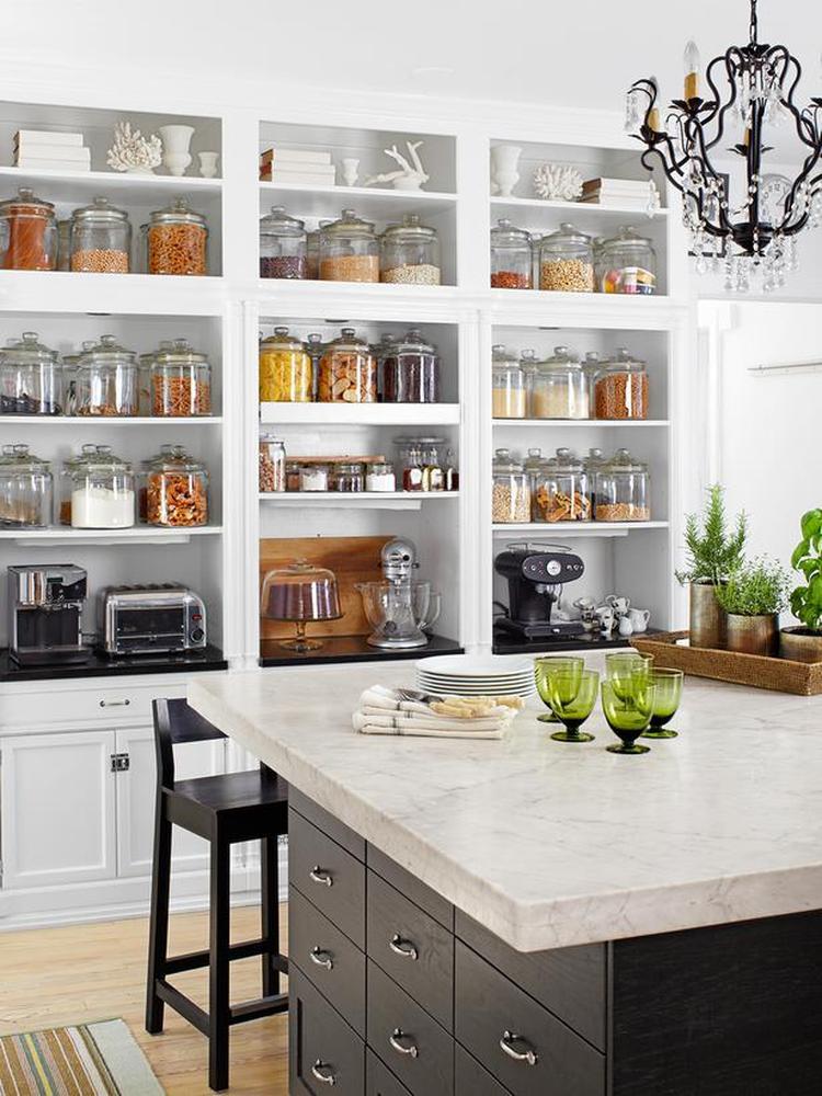 Mooie kast voor in de keuken koffiezet kan er ook in.1369062891 van tantecupcake