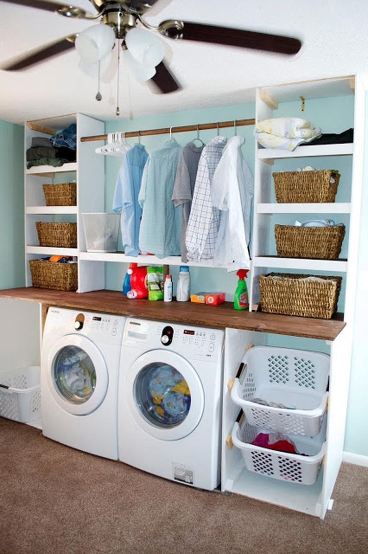Een muurkant met wasmachine & droger . incluis werkblad en ...