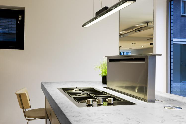 Arclinea keuken met afzuigkap in het werkblad. door in de keuken ...