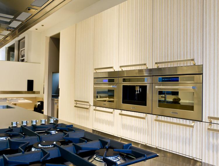 Kastenwand Keuken Moderne : Moderne keuken met kastenwand en kookeiland antonio citterio