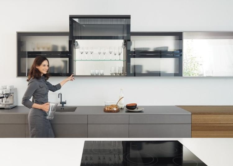 Bovenkasten met klapdeuren maken uw keuken praktisch. AVENTOS ...