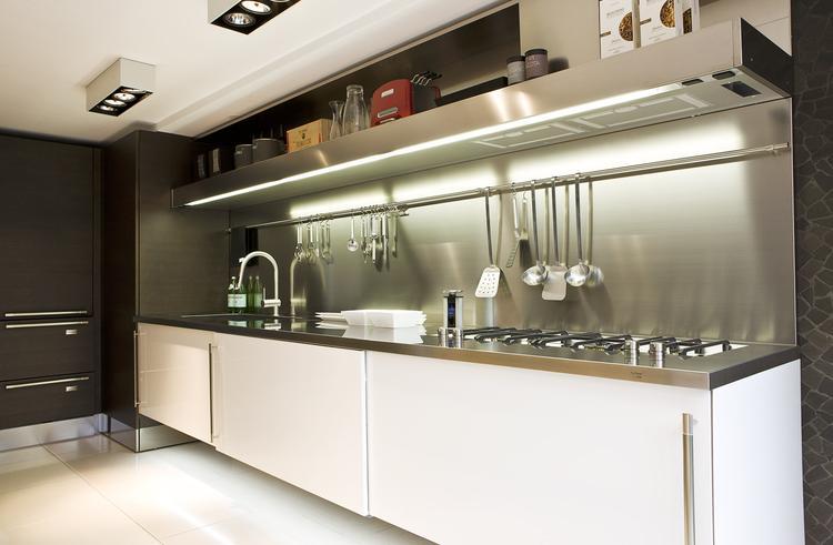 Afvalbakje Keuken Keukentafel : Arclinea keuken met rvs werkblad met een werkblad van roestvrij