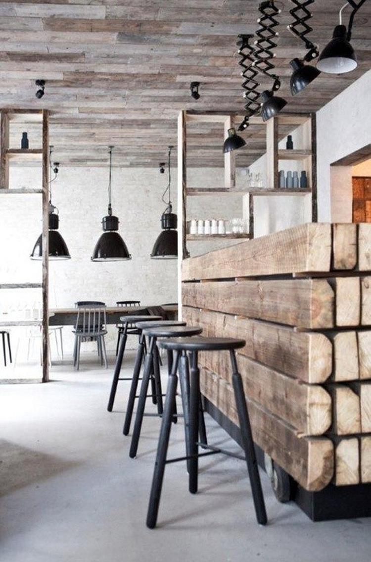Industrieel ontwerp keuken met een combinatie van staal, hout en ...