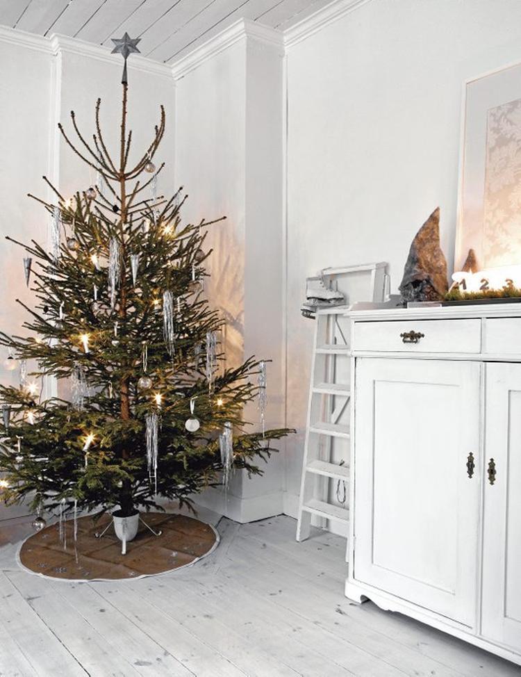Kerstboom in landelijke huiskamer. . Foto geplaatst door Ietje op ...