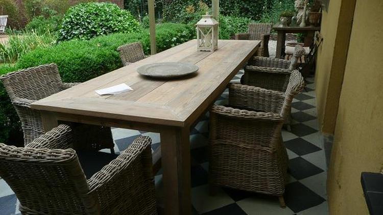 Caravel tuintafel zwart met cerano opvouwbare stoelen