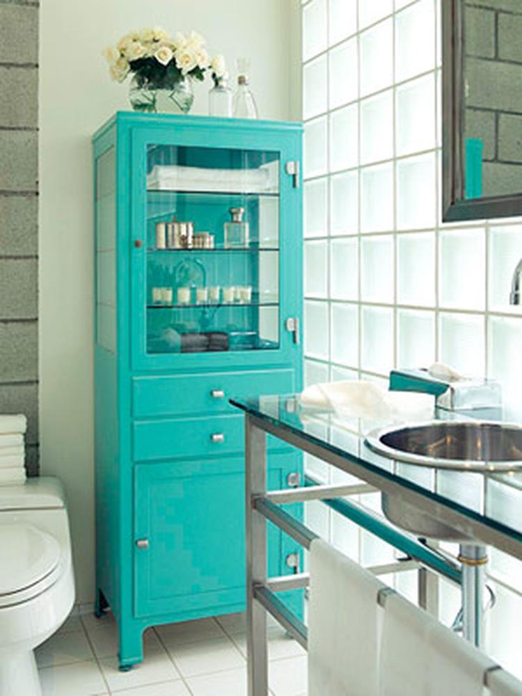 Opvallend gekleurde kast in de badkamer. . Foto geplaatst door Ietje ...