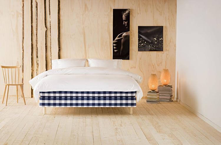 de blauw witte ruit in een slaapkamer afgewerkt en ingericht met natuurlijke materialen