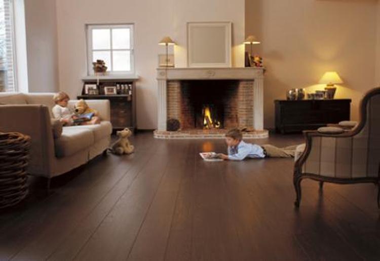 Donkere meubels welke kleur vloer for Welke nl woonkamer