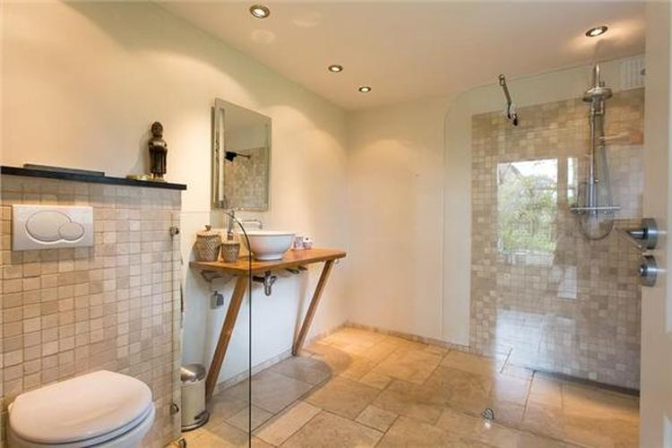 mooie kleuren badkamer. Foto geplaatst door maastricht op Welke.nl