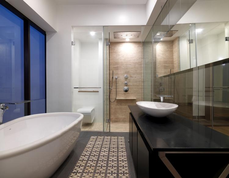 Handige Indeling Badkamer : Antieke vloertegels in de badkamer met handige indeling foto