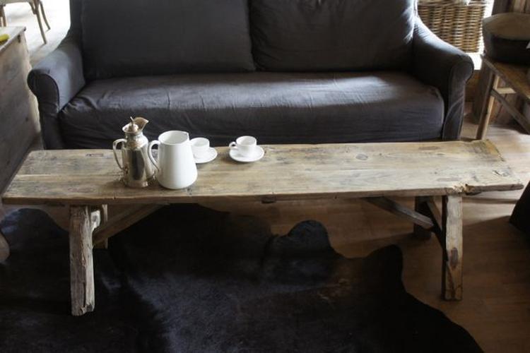Bankje Als Salontafel.Oud Houten Driftwood Bankje Als Salontafel Foto Geplaatst Door