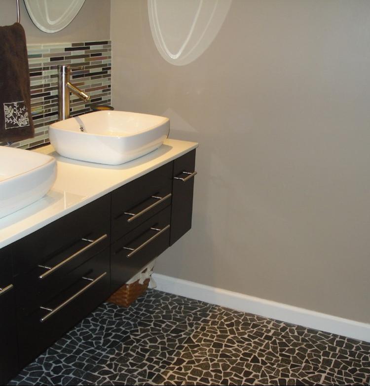 gebroken mozaïek in de badkamer, hier als vloer. je kunt deze, Badkamer