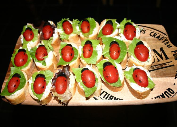 Bekend Lieveheersbeestjes gezonde hapjes. Stokbroodjes met tomaat, zwarte  QV47