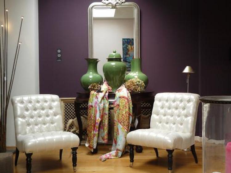 stoffen stralen luxe uit paarse muur mooi gecombineerd met groen mi casa oegstgeest