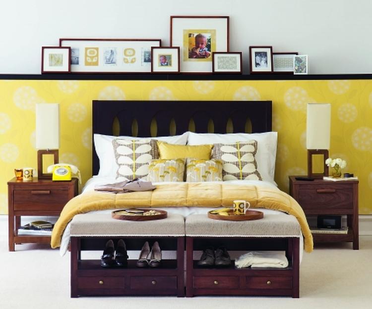 Slaapkamer in rustgevend geel, met vintage touch. . Foto geplaatst ...