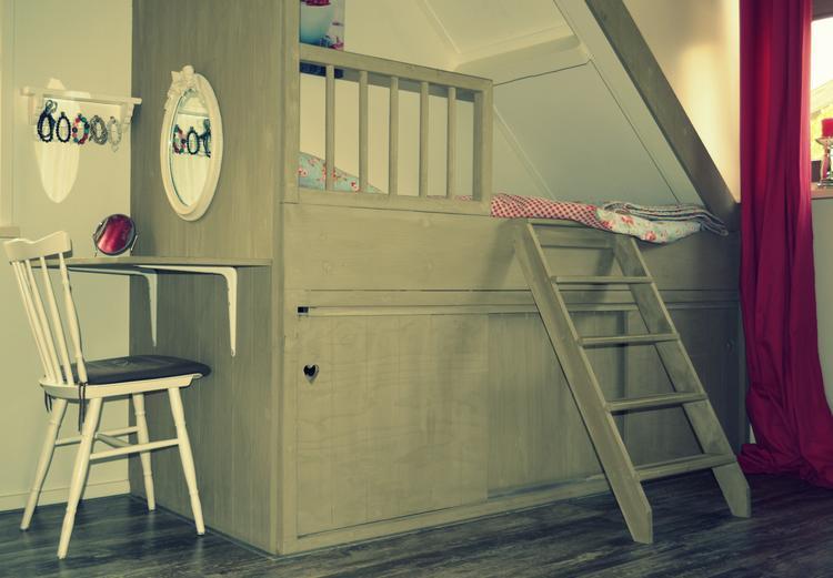 Leuk idee voor een meisjesslaapkamer! bedstede zelf gemaakt!. foto