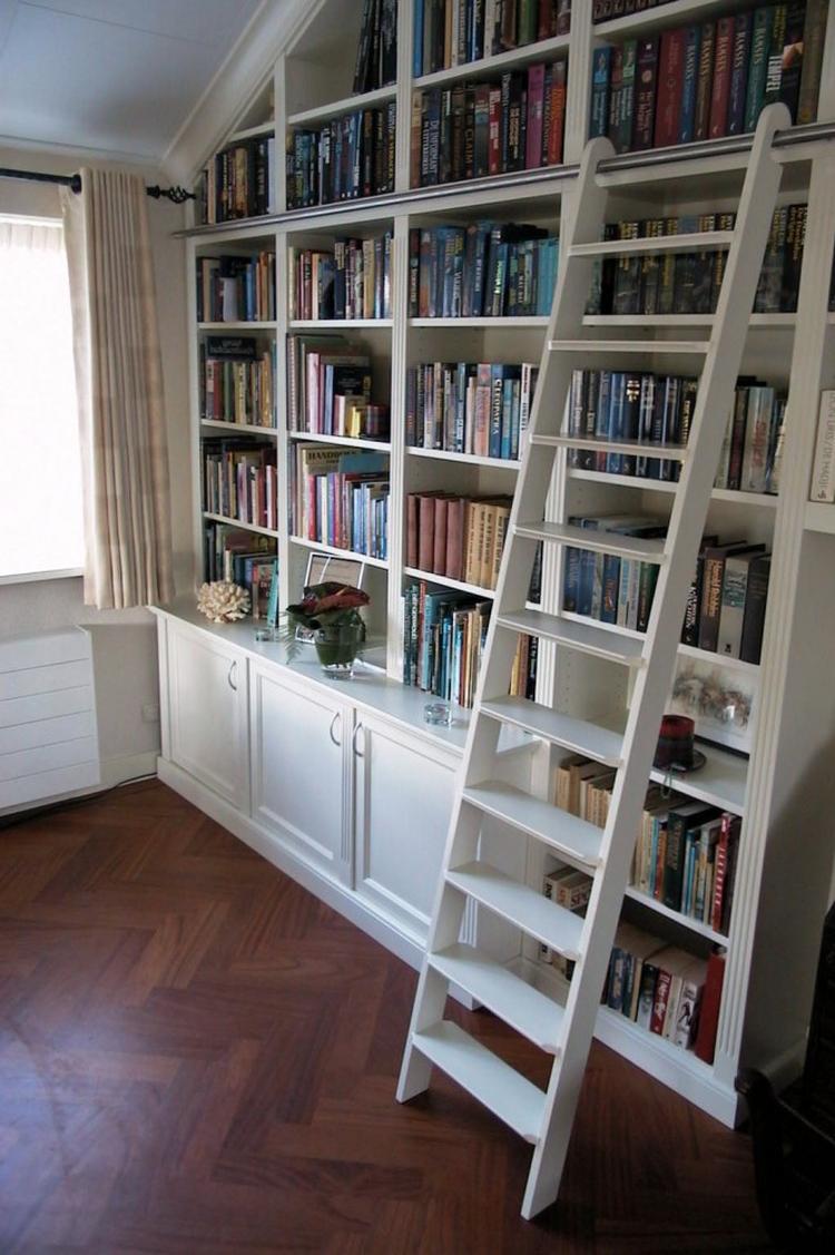 Mooie boekenkast met trap!. Foto geplaatst door ankewirken op Welke.nl