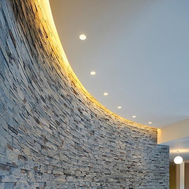 Verlichting achter plafond. Voor in de badkamer en wc.. Foto ...
