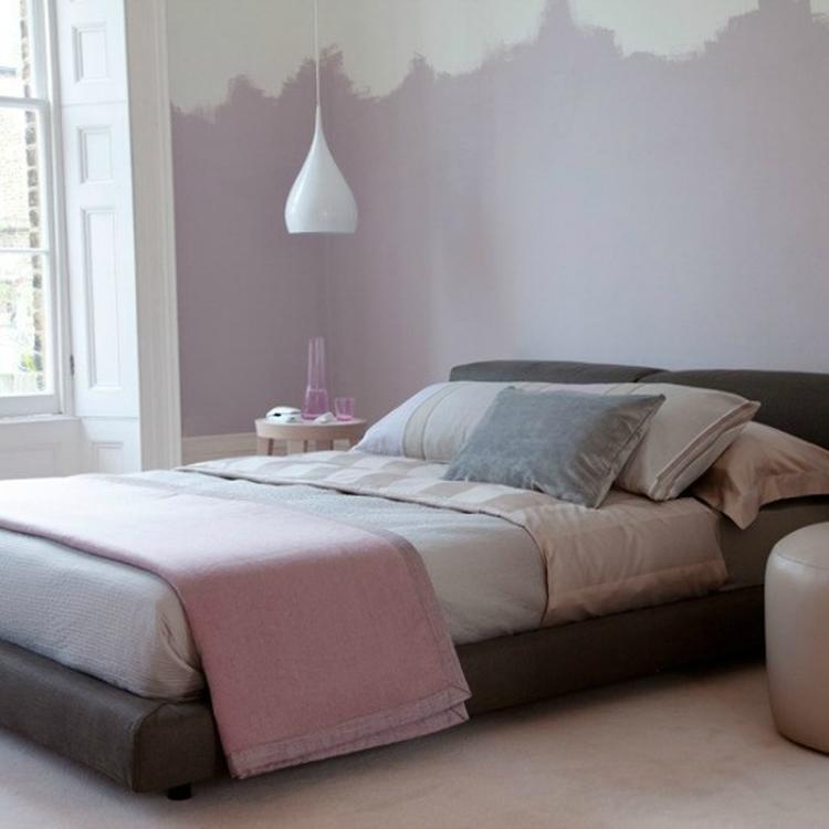 Slaapkamer in de kleur lila. Foto geplaatst door Flow-design op Welke.nl