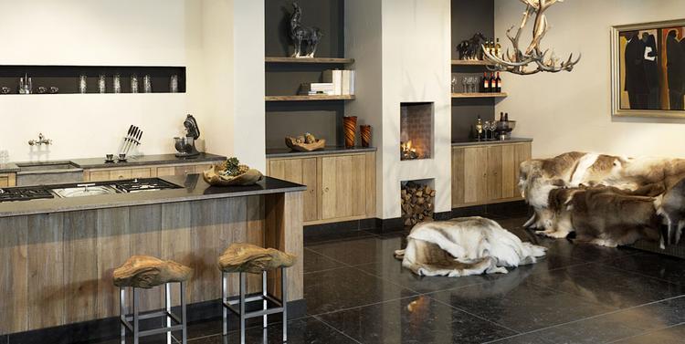 Keuken 8 tinello. mooie keuken en boekenwand met geintegreerde