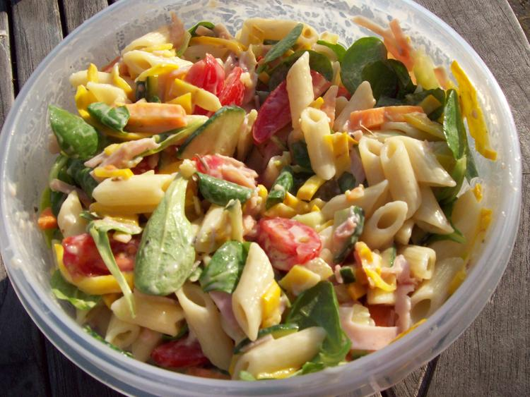 pastasalade voor bij de barbecue