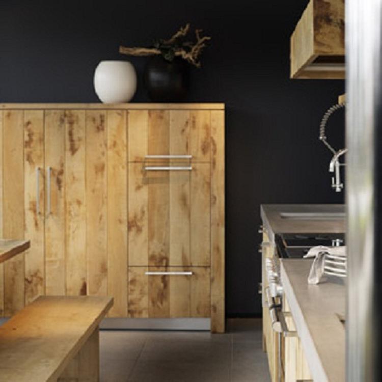 Houten keuken met donkere achtermuur. wij krijgen ook een houten ...