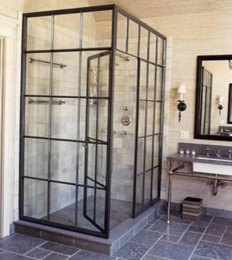mooie stoere stalen deuren, hier verrassend als douche cabine ...