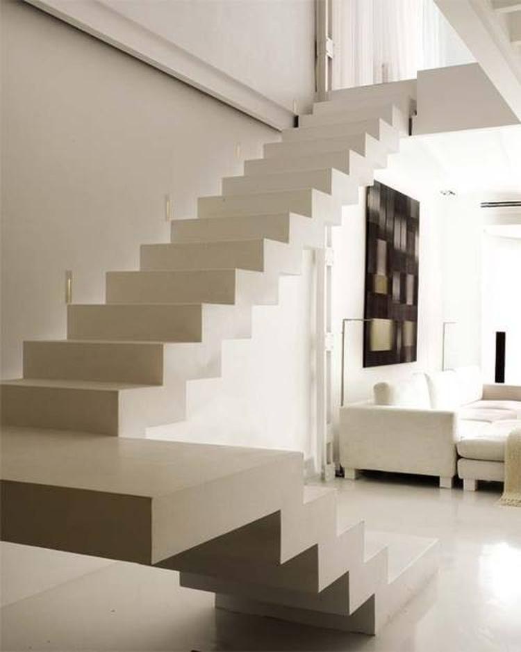 Strakke trap in woonkamer. . Foto geplaatst door anja op Welke.nl