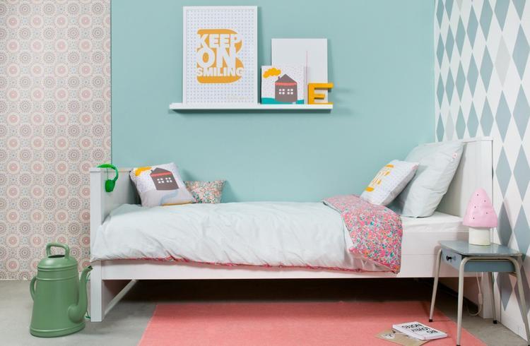 Behang Kinderkamer Regenboog : Mooie combinatie met verschillende soorten behang en verf op de muur