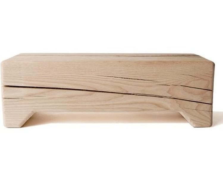 gezellig houten bankje voor in de woonkamer of kinderkamer foto