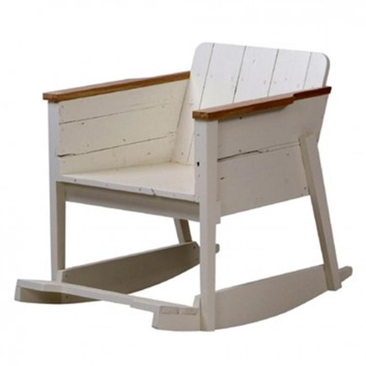Schommelstoel Voor Op De Babykamer.Schommelstoel Van Sloophout Idee Babykamer Foto Geplaatst Door