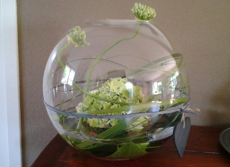 Bekend Bloemstuk in glazen bol (vissenkom). Eén grote hortensia op aan  &DL35