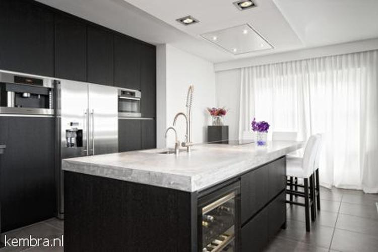 Handgemaakte keuken met betonnen werkblad foto geplaatst door