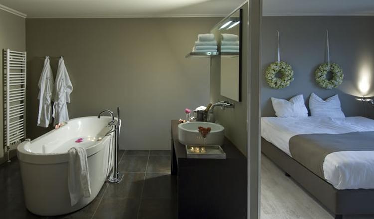 badkamer in slaapkamer. . Foto geplaatst door tpatrikios op Welke.nl