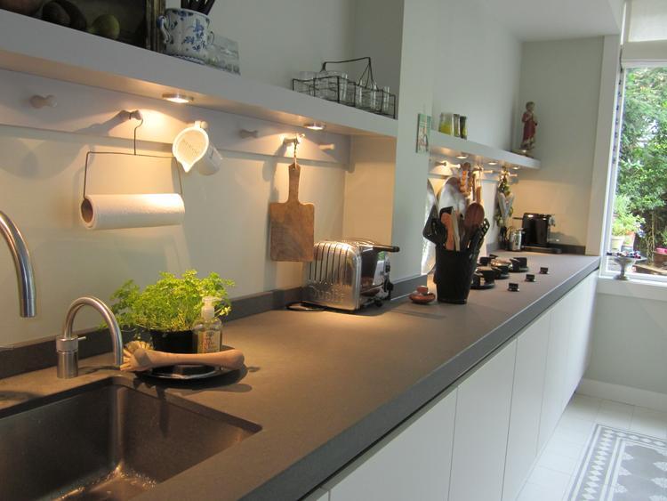Iets Nieuws Vestingh Wandcoating, beschermt uw (keuken)wand tegen vuil, vet en JD13