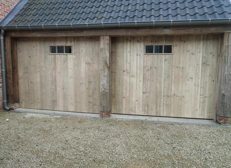 Garage Inrichting Gebruikt : Poort in gebruikt steigerhout met metalen raampje foto geplaatst