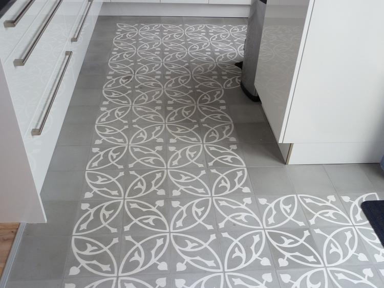 Keukenvloer grijs/wit tegel. . foto geplaatst door ik78 op welke.nl