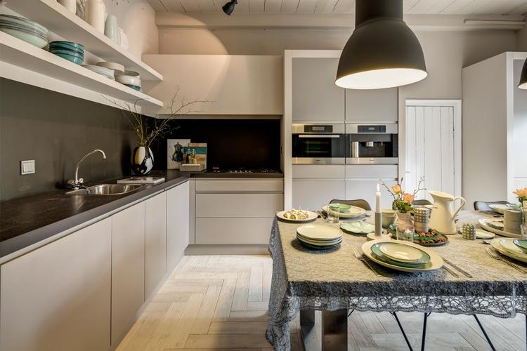 Achterwand Keuken Taupe : Rtl woonmagazine prachtige taupe kleur keuken foto geplaatst door